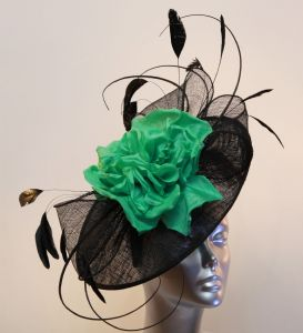Mother of the bride statement hatinator  in black and light emerald green 14805/SD511